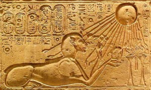 akhenaten-sungazing